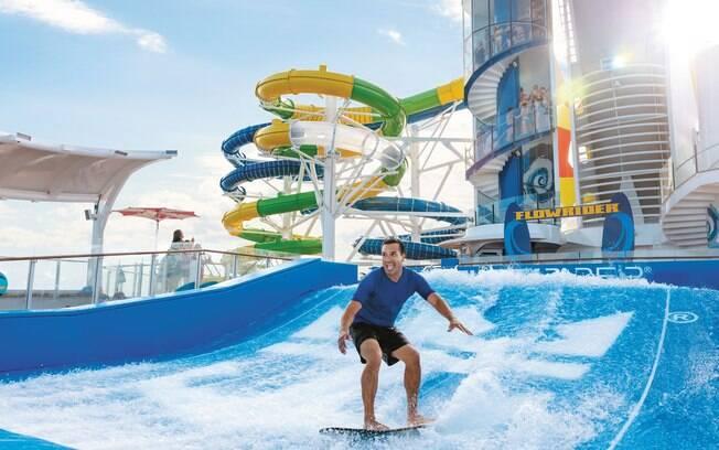 Uma das principais atrações dos cruzeiros da Royal Caribbean é o simulador de surf e bodyboard