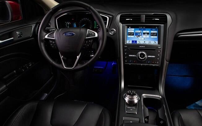 Ford Fusion traz os equipamentos de conectividade mais recentes da marca, além de itens de luxo que favorecem o conforto