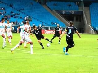 As duas equipes deixaram passar várias chances de gol, perdendo a oportunidade de ampliar o placar