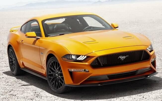 Ford Mustang 2018 recebeu retoques no desenho, entre outras novidades antes de chegar ao Brasil