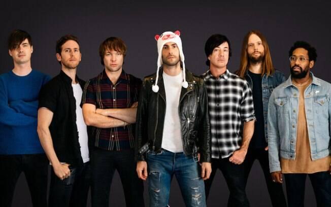 O septeto que compõe o outrora quinteto Maroon 5: tempos hiperbólicos no som e na formação