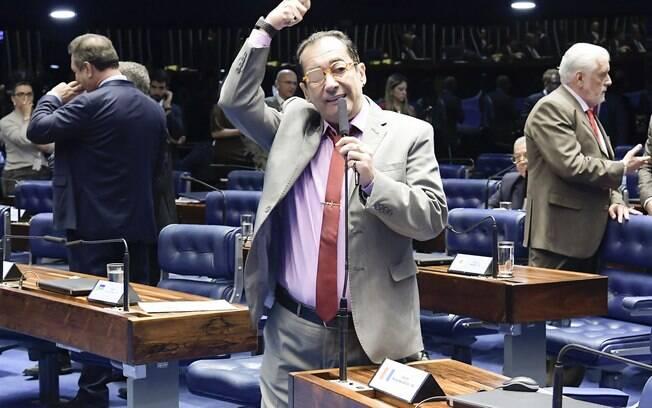 Eleito pelo PRP, Jorge Kajuru pode se filiar ao quarto partido desde a eleição
