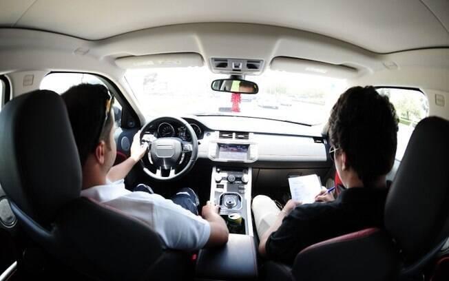 Sempre faça um test-drive do carro que está pensando em comprar. Pode não ser aquilo que você imagina ou espera.