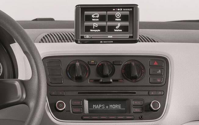 Opcional do VW Up!, o sistema Maps & More não passa de um GPS separado que também serve de computador de bordo