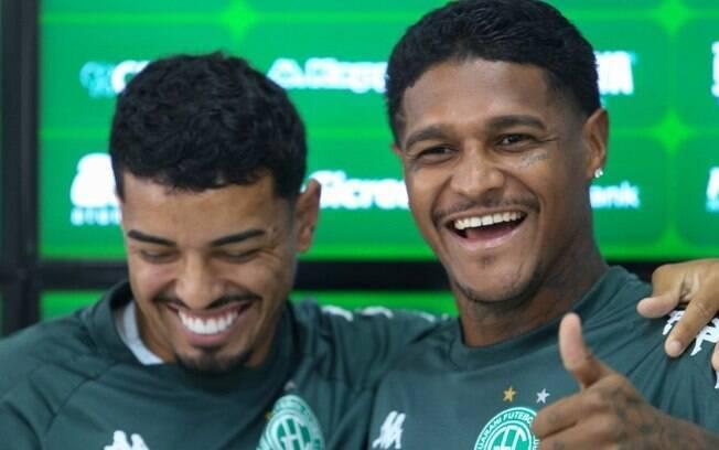 Após trocarem socos, jogadores do Guarani pedem desculpas