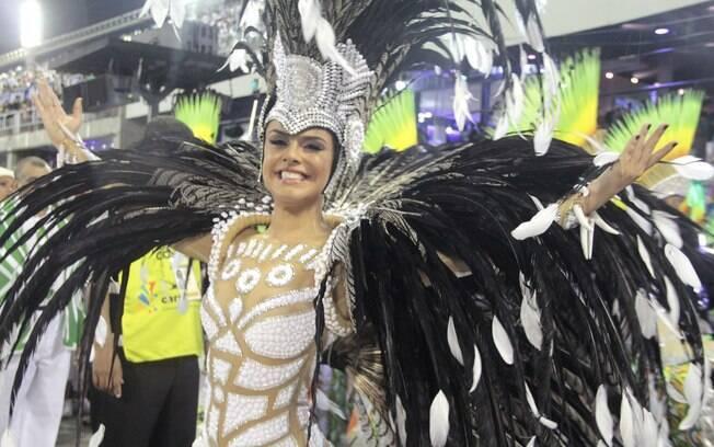 Paloma Bernardi é a rainha de bateria da Acadêmicos do Grande Rio