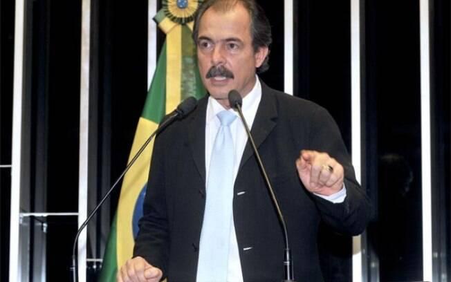 Aloizio Mercadante foi o primeiro deputado a ocupar o gabinete 825 após Lula
