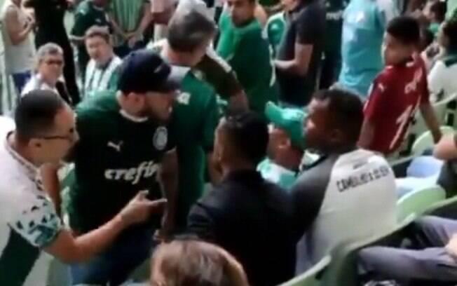 Torcedores do Palmeiras expulsaram integrantes de projeto social do Allianz Parque