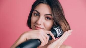 5 passos para escovar seu cabelo impecavelmente sem sair de casa