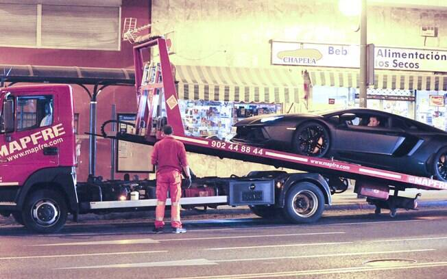 Cristiano Ronaldo tem o carro rebocado em Madri