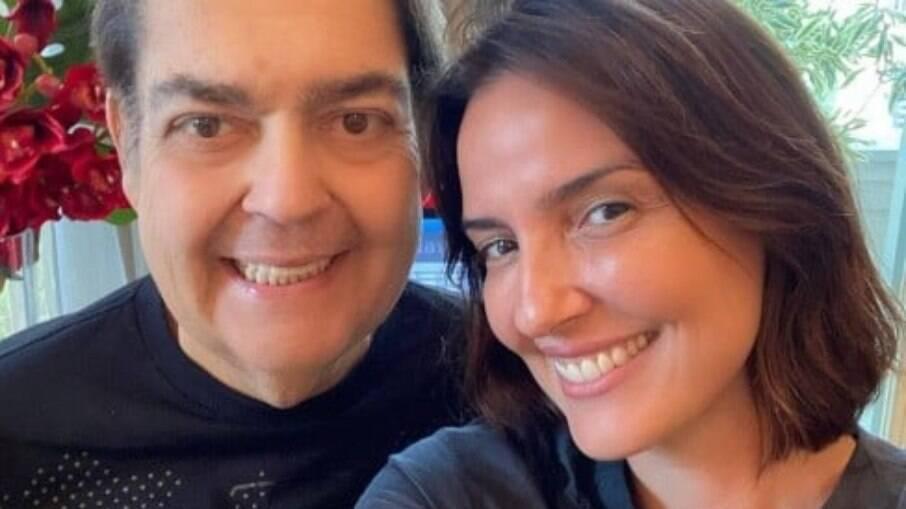 Faustão e esposa após alta do hospital