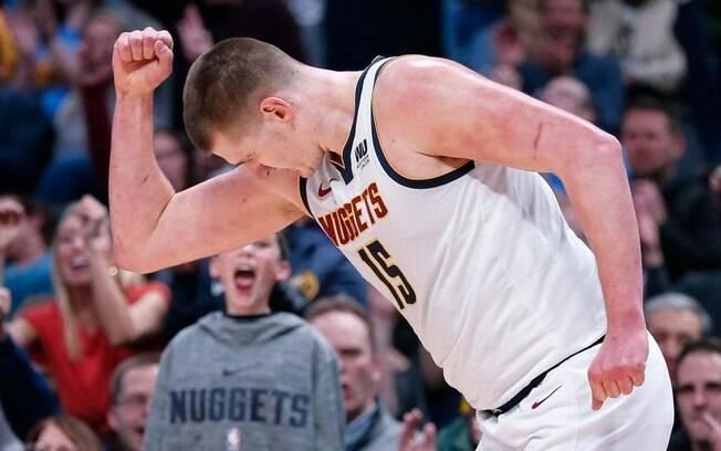 Nikola Jokic foi o grande destaque da vitória dos Nuggets sobre o Thunder nesta quarta-feira