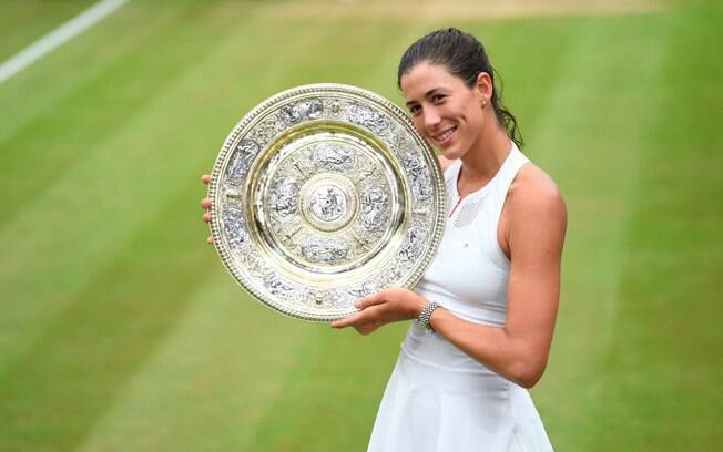 Garbine Muguruza com o troféu de campeã do Grand Slam