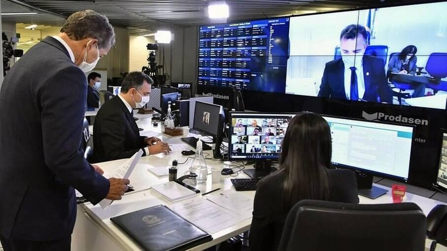 Rodrigo Pacheco no comando da reunião da Comissão