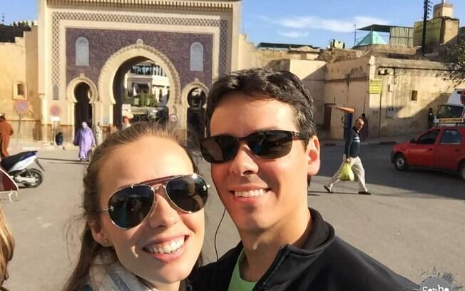 Em frente a um dos portais da Medina de Fés
