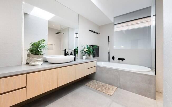 A sexta residência da família é dividida em dois andares com quatro quartos e três banheiros