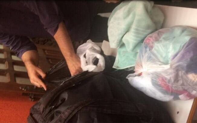 Roupas da vítimas em sacolas retidas pelos réus