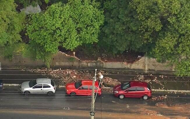 Muro desabou por conta da forte chuva na Vila Carrão, Zona Leste de São Paulo