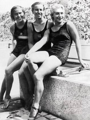 Da esquerda para a direita: a alemã Kathe Kohler e as americanas Velma Clancy Dunn e Dorothy Poynton-Hill, bronze, prata e ouro nos saltos
