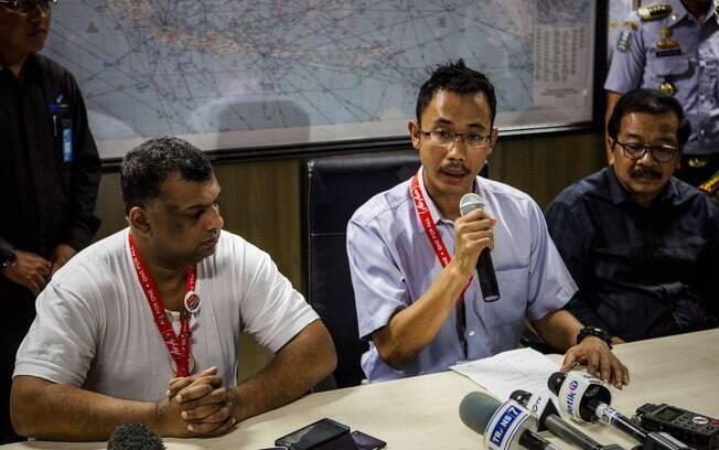 Sunu Widyatmoko, CEO da AirAsia, fala a imprensa no aeroporto Djuanda Internacional, em Surabaya, na Indonésia. Foto: Oscar Siagian/Getty Images