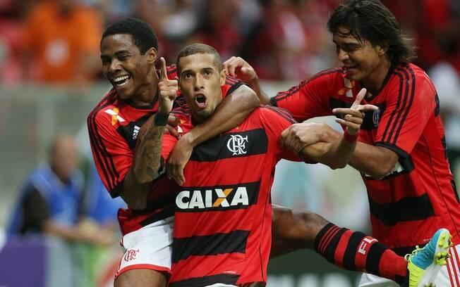 Flamengo venceu o Vasco por 1 a 0 com gol de  Paulinho em Brasília
