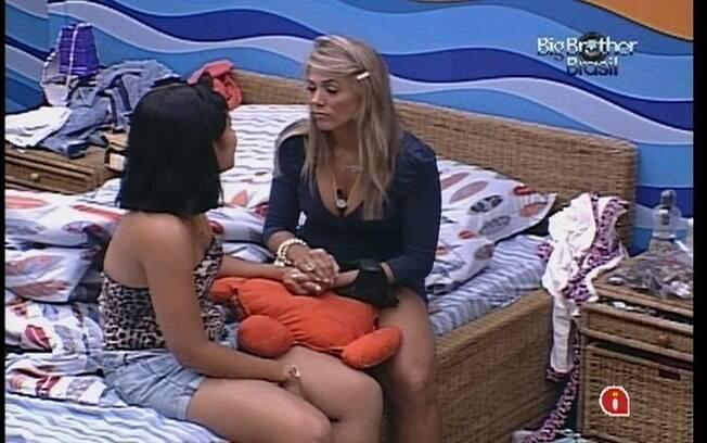 Jakeline conversa com Fabiana no QuartoP Praia
