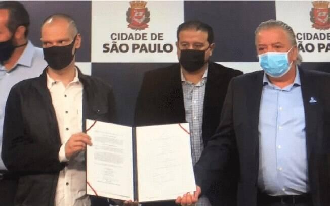Covas assinou documento de reabertura neste sábado