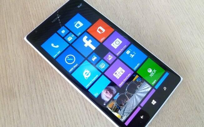 Lumia 1520 é smartphone topo de linha da Nokia. Foto: André Cardozo/iG