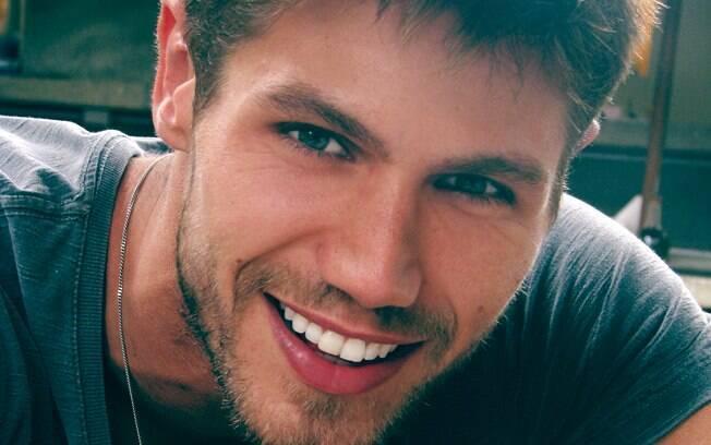 Eleito o Mister Brasil Mundo em 2010, o modelo começou a carreira aos 17 anos, quando se mudou para São Paulo em 2004
