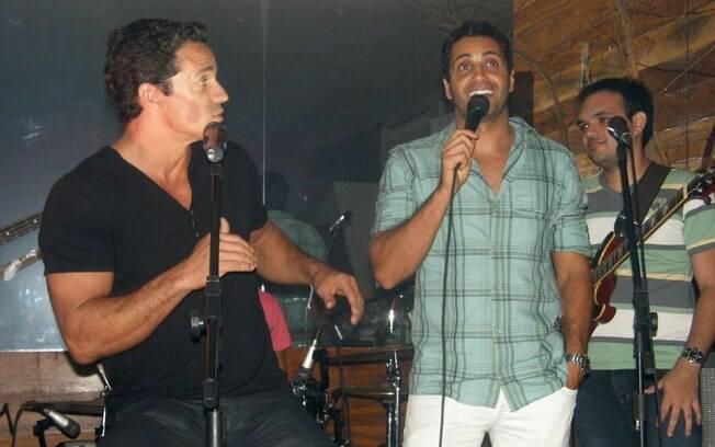 Carlos Machado e Fabio Keldani cantando Fábio Jr.