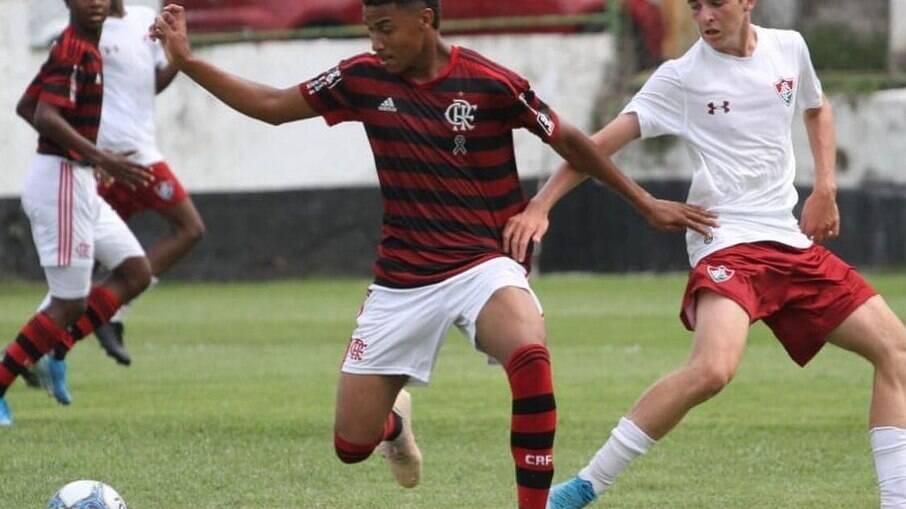 Euder assina contrato profissional com Flamengo