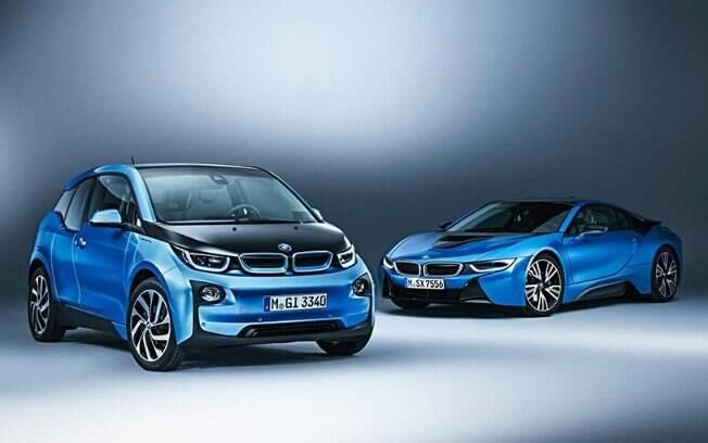 BMW i3 (esquerda) e BMW i8: Ambos são ágeis e eficientes, apesar de um parecer mais racional e o outro emocional