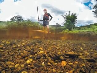 Seco. Há seis anos, Ronald Carvalho navegou por todo o rio das Velhas
