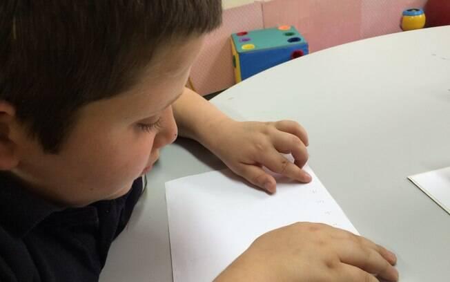 Matheus perdeu um ano na escola por conta do tratamento quimioterápico no GRAAC (Grupo de Apoio ao Adolescente e à Criança com Câncer), em São Paulo. Foto:  Christiane Rebucci