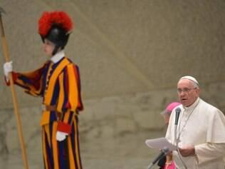 Papa Francisco rezou nesta quinta-feira (8) em sua missa matinal pelas vítimas do atentado contra jornal francês