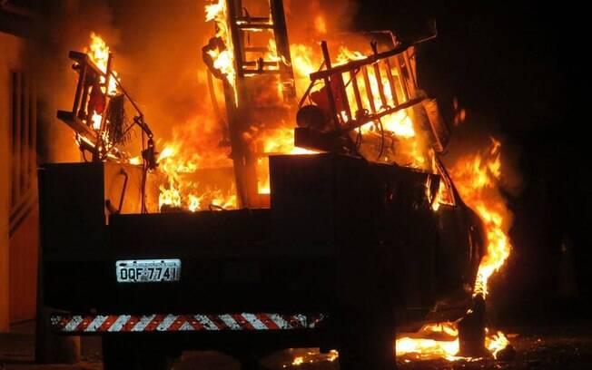 Caminhão da CEMIG e uma caminhonete também foram alvejados pelos criminosos na cidade de Passos, Minas Gerais