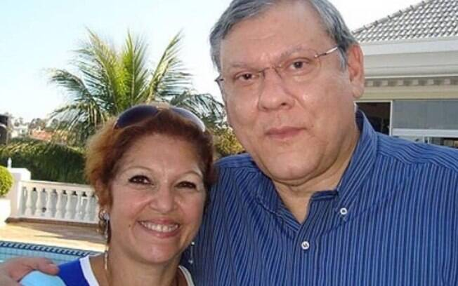 Milton Neves junto com a esposa