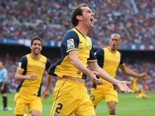 Uruguaio Godín comemora gol que garantiu o título espanhol para o Atlético de Madrid