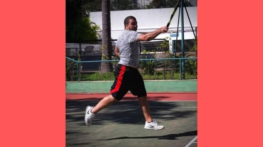 Ronald joga tênis há quase dois anos