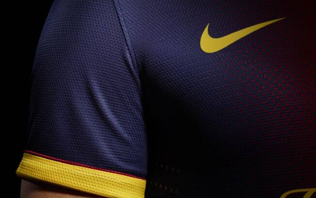 Foto  Divulgação Publicidade Uniforme 1 do Barcelona para a próxima  temporada. 6b9ebaf6783b8