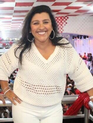 Regina Casé em imagem feita durante um ensaio de carnaval