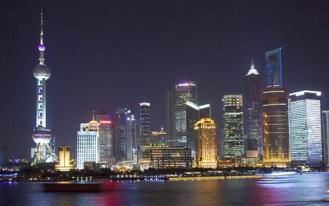 O iluminado distrito de Pudong, com seus arranha-céus