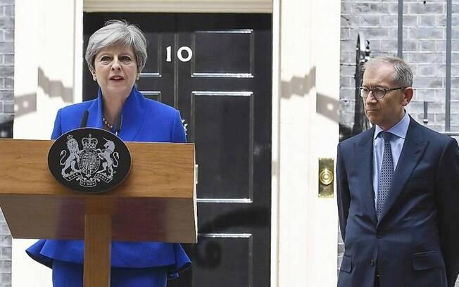 Em discurso após a confirmação de sua manutenção no cargo, Theresa May deu a entender que não renunciaria