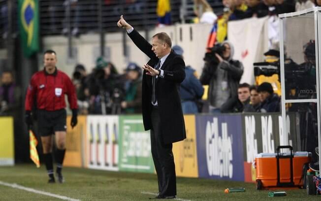 e0185d0a4f Mano Menezes durante o amistoso contra a Colômbia. Foto  Mowa Press
