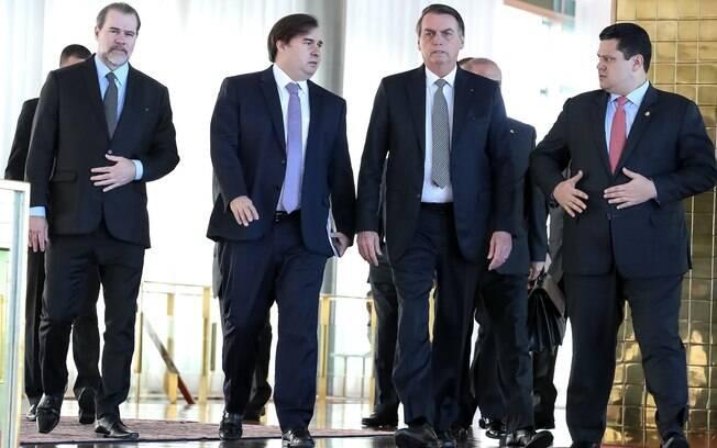 Presidente Jair Bolsonaro se reuniu com representantes do legislativo e governadores