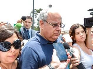 O ex-diretor da Petrobras Renato Duque deixasede da Polícia Federal, em Curitiba, PR