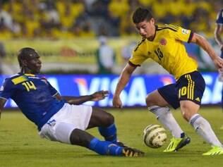 Castillo (esq.) é mais uma baixa de jogador às vésperas do início da Copa do Mundo