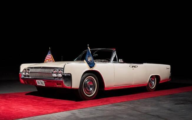 Lincoln Continental 1963 é o carro em que o Kennedy foi assassinado em um atentado que ficou marcado na história americana