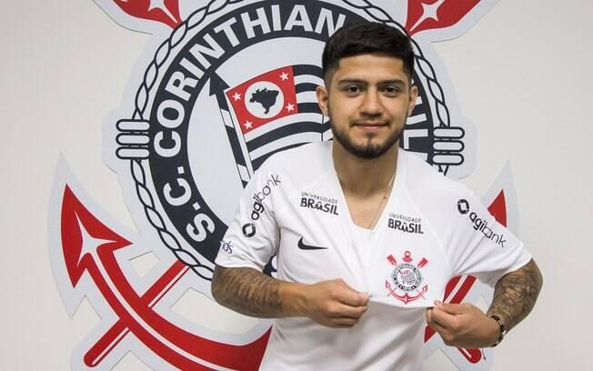 Novo reforço do Corinthians já posou com a camisa do clube