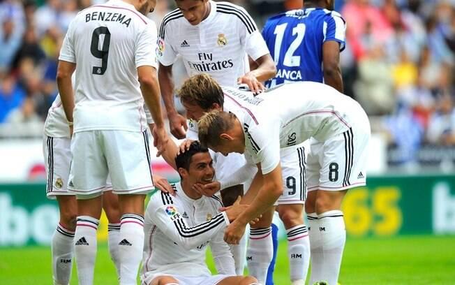 Companheiros de equipe de Cristiano Ronaldo no Real Madrid tentam fazer com que o português fique no time